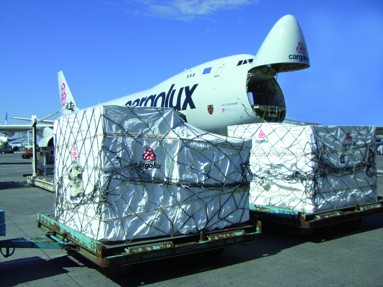 Marshall Hinds, South Africa distributors for Tyvek® from DuPont™,